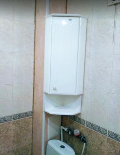 Навеска шкафчика в ванной