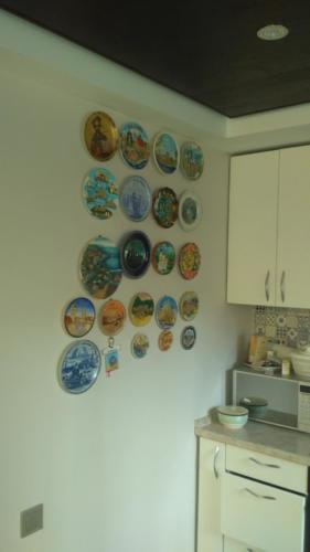Навеска декоративных тарелок