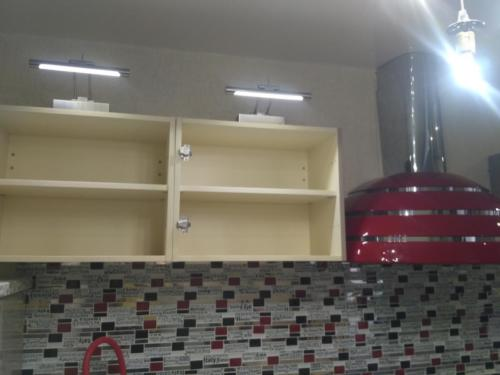 Монтаж и подключение вытяжки. Навеска шкафчиков на кухне.