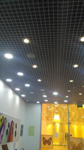 Замена ламп в магазине