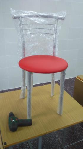 Сборка стульев для столовой в школе
