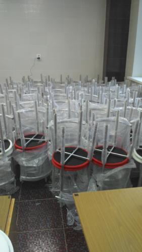 Сборка стульев для школы