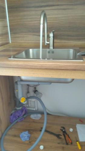 Установка смесителя на кухне