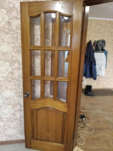 Вставка стекол в межкомнатную дверь