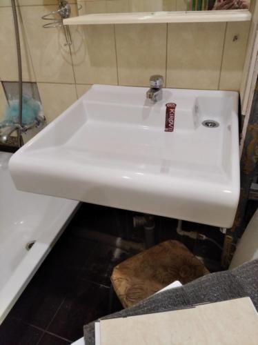 Монтаж раковины над стиральной машиной
